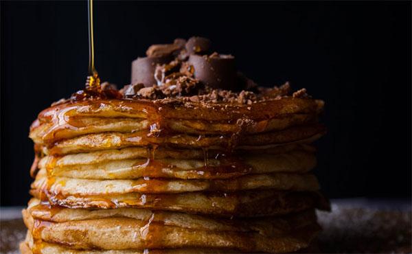 Foodfotografie pannenkoeken met honing
